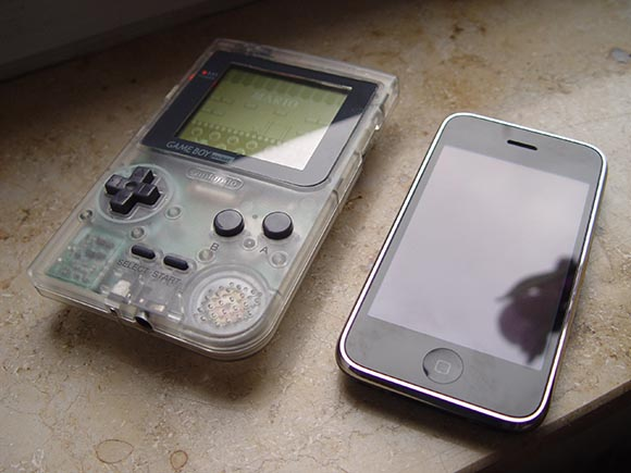 GameBoy Pocket vs iPhone